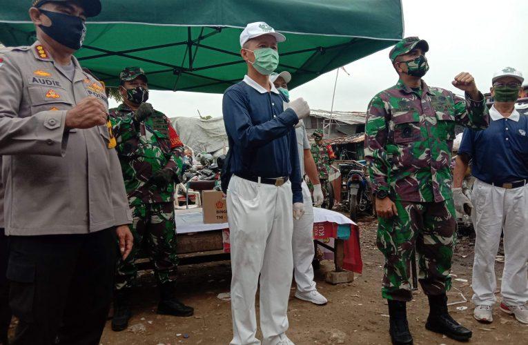 Bekerjasama Dengan Yayasan Budha Tzu Chi, Dandim 0503/JB Dan Kapolres Metro Jakarta Barat Serahkan Sembako Dan Masker